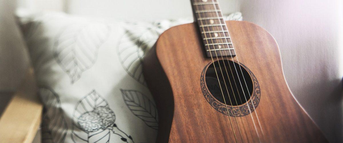 Impressionnez votre entourage en leur jouant un morceau sur votre guitare