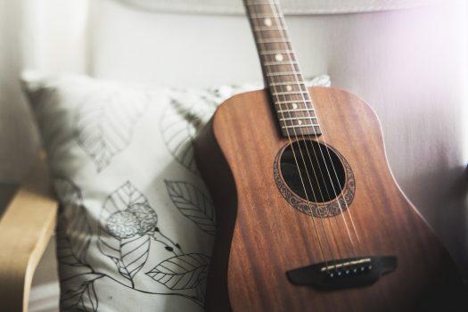 jouer-guitarre